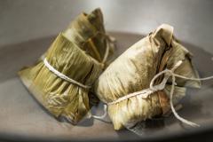 "Saquitos ""tamale"" con hojas de bambú"